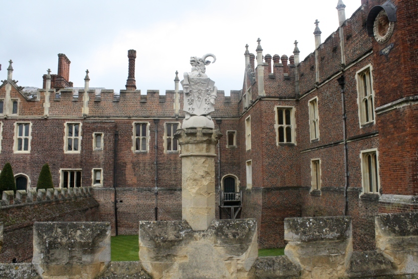 Hampton Court Palace, a fascinating castle with many a story to tell.