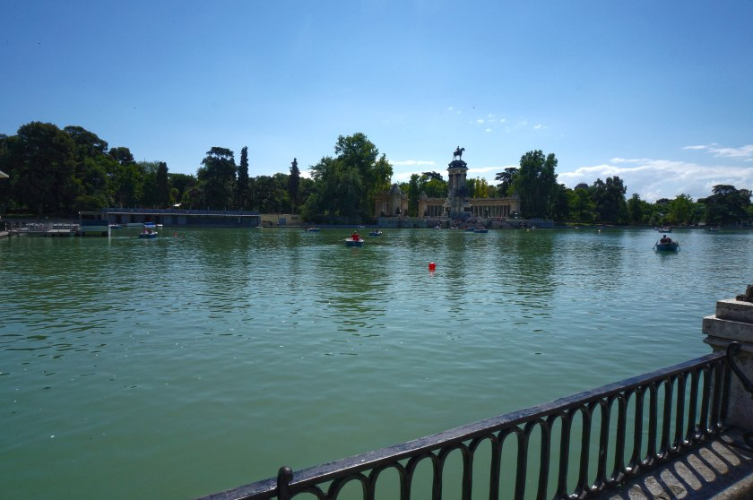 The pond at Parque del Buen Retiro