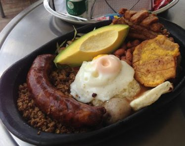 Typical bandeja paisa dish.