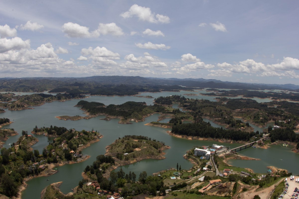Visiting Guatapé with the Paisas
